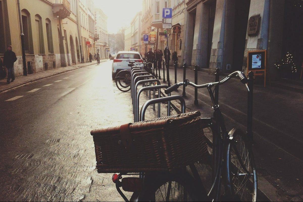 Megjelent a hétfőtől díjmentes parkolásról szóló kormányrendelet