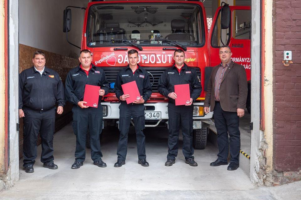 Három tűzoltó kapott elismerést Békésen Szent Flórián nap alkalmából