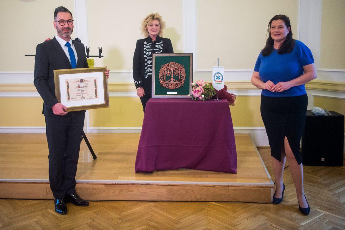 Magyar családokért díjat kapott az Országos Mentőszolgálat