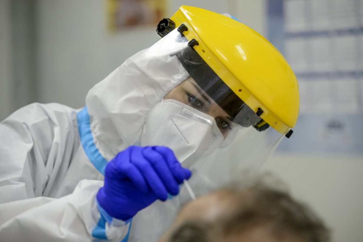 4027 főre nőtt a beazonosított fertőzöttek száma, és elhunyt egy 37 éves férfi
