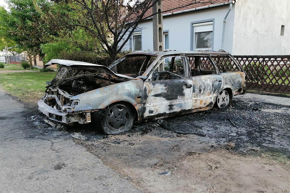 Kiégett egy autó Újkígyóson