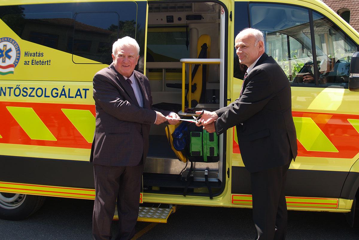 Új mentőautóval bővült a gyulai mentőállomás gépparkja