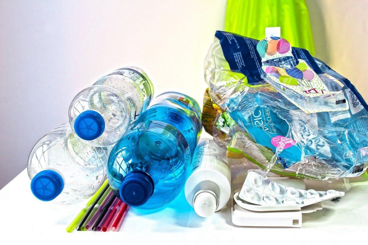 További egyszer használatos műanyagtermékek betiltását javasolja az ITM