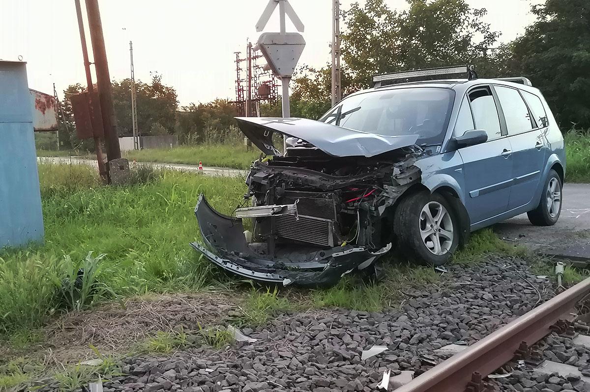 Vonattal ütközött egy személygépkocsi Tótkomlóson