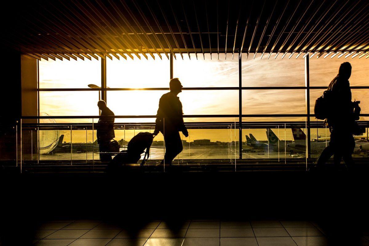 Érvénybe lépett a brit karanténszabály, a turisztikai cégek perre készülnek