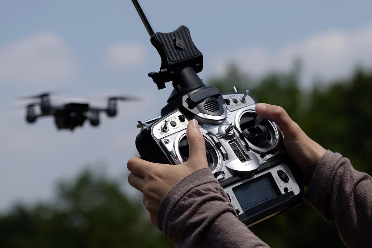 Fél évvel később lépnek hatályba a drónokkal kapcsolatos szabályozások