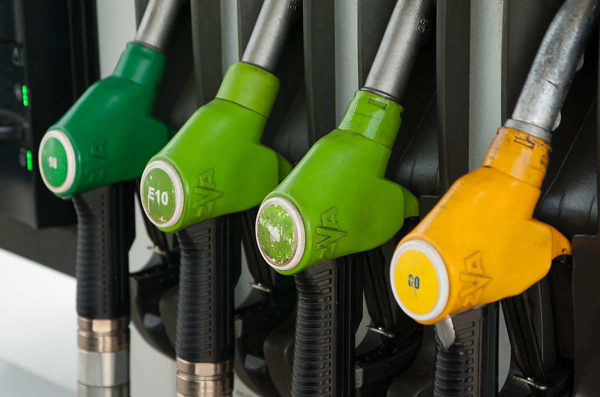 Jelentősen emelkedik az üzemanyagok ára szerdán
