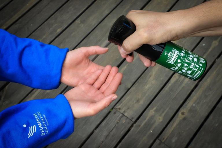 A megmaradt sörből készített kézfertőtlenítőt a HEINEKEN