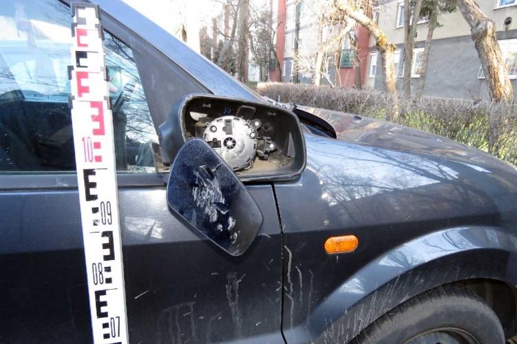 Három személygépkocsit rongált meg egy férfi Békéscsabán