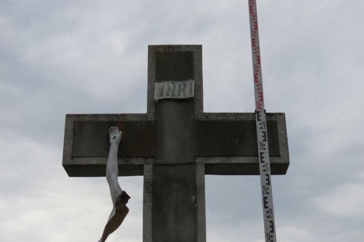 Megrongált egy feszületen lévő Jézus szobrot, elfogták a rendőrök
