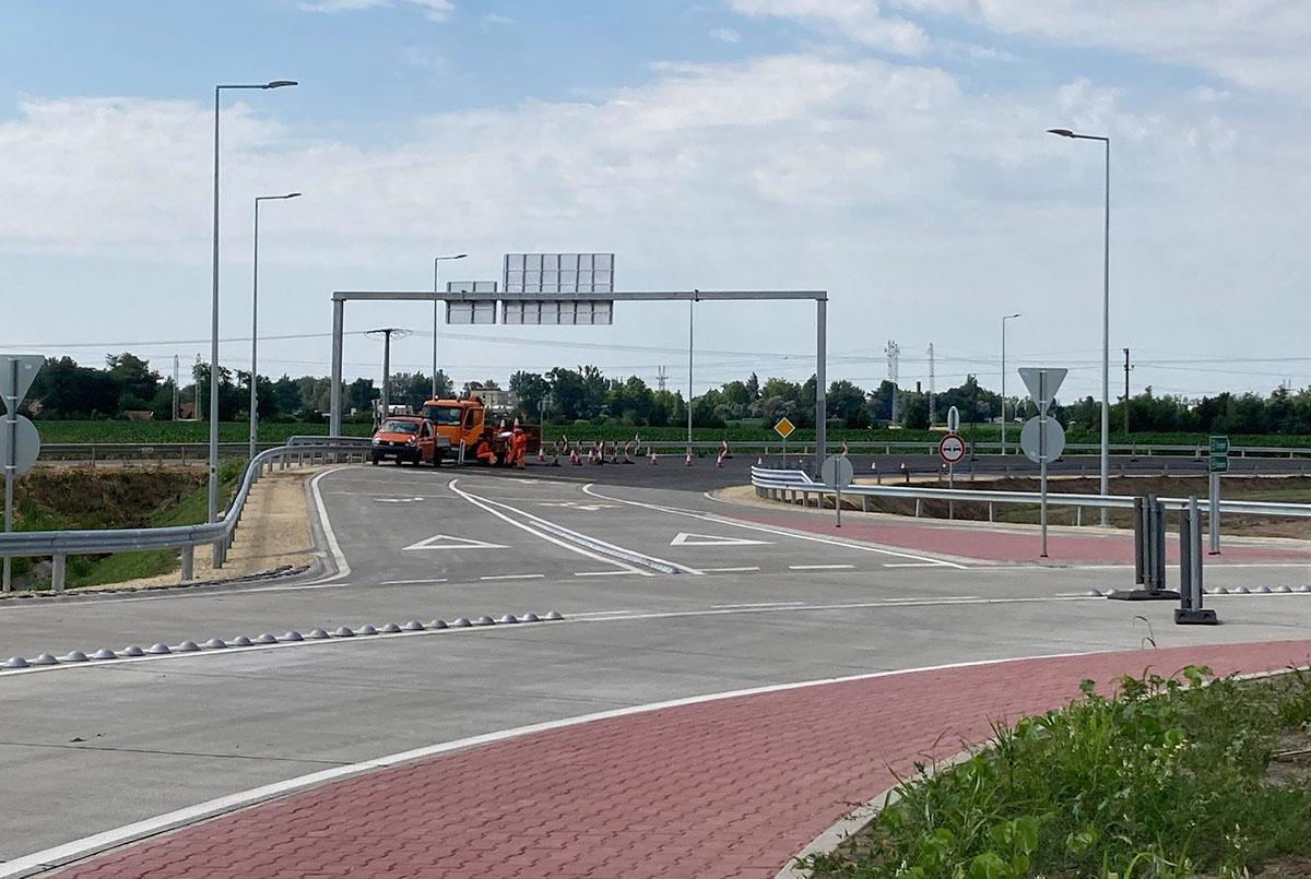 Átadták a forgalomnak az M44 békéscsabai végpontjának körforgalmát