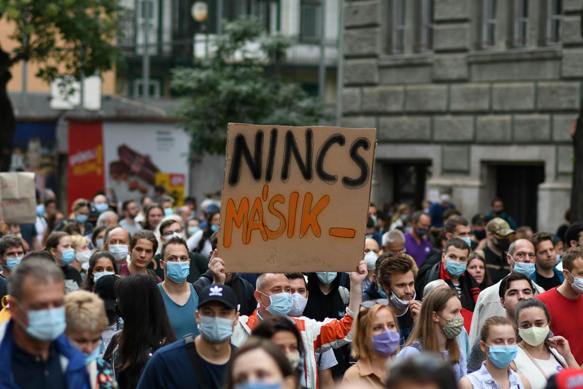 Több ezren tüntettek az Indexért és a sajtószabadságért