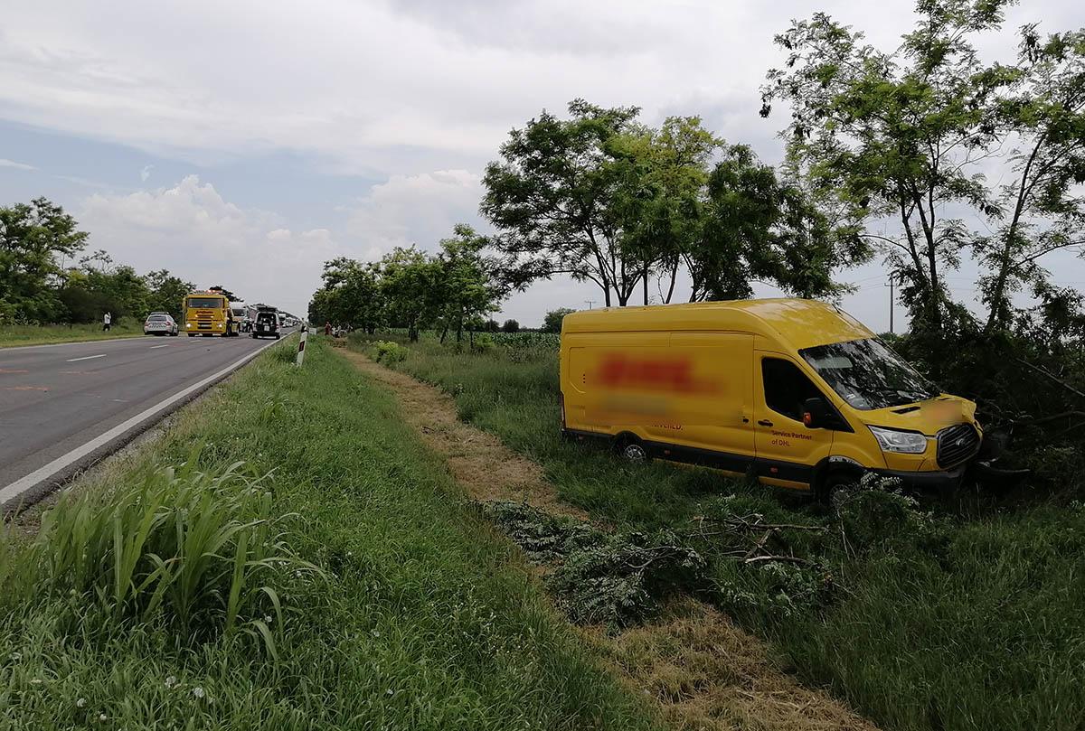 Három gépkocsi karambolozott a 44-esen Békéscsaba és Kétsoprony között