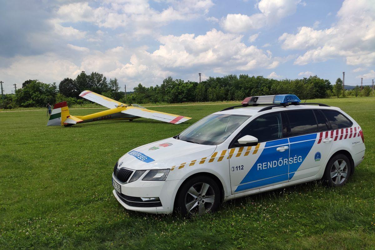 Lezuhant egy siklórepülő két utasával Miskolcon