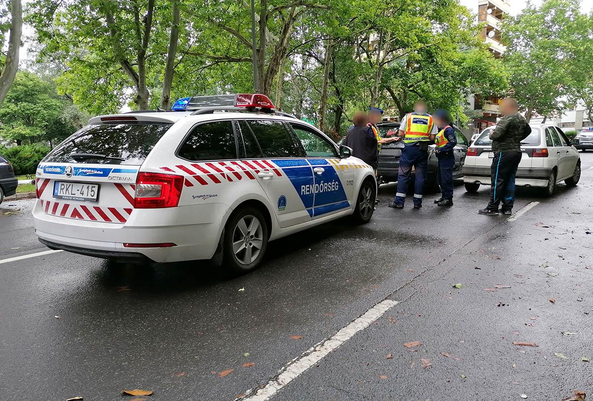 Két személygépkocsi ütközött Békéscsabán az Andrássy úton