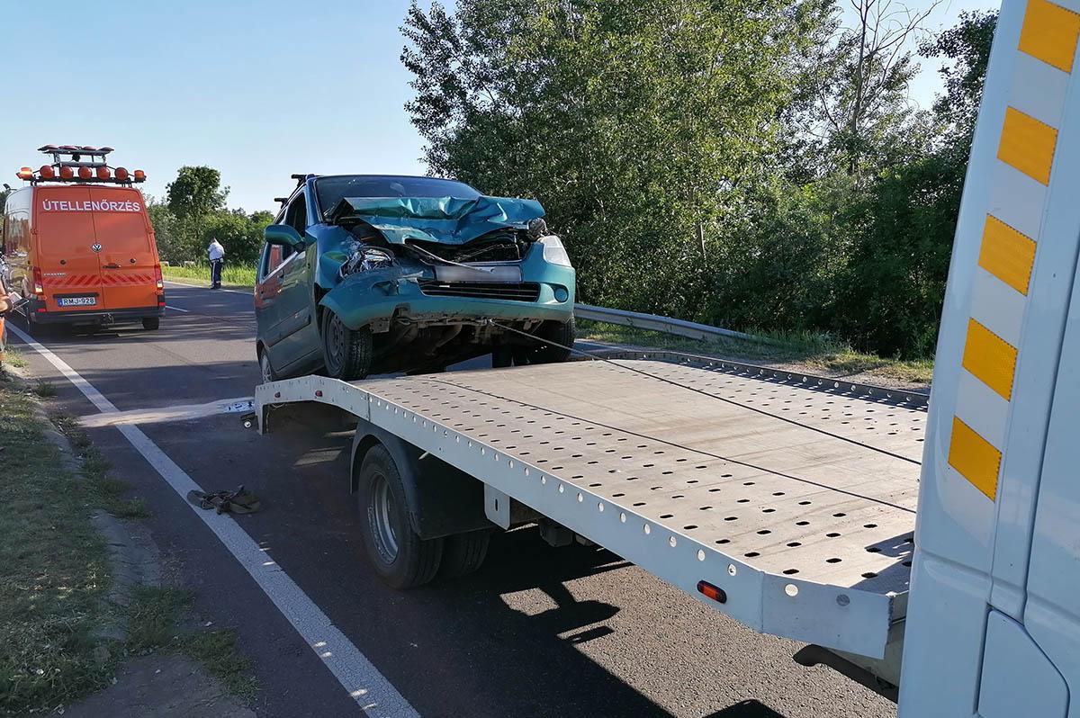 Teherautó és személygépkocsi ütközött a 44-es főúton, Gyulánál