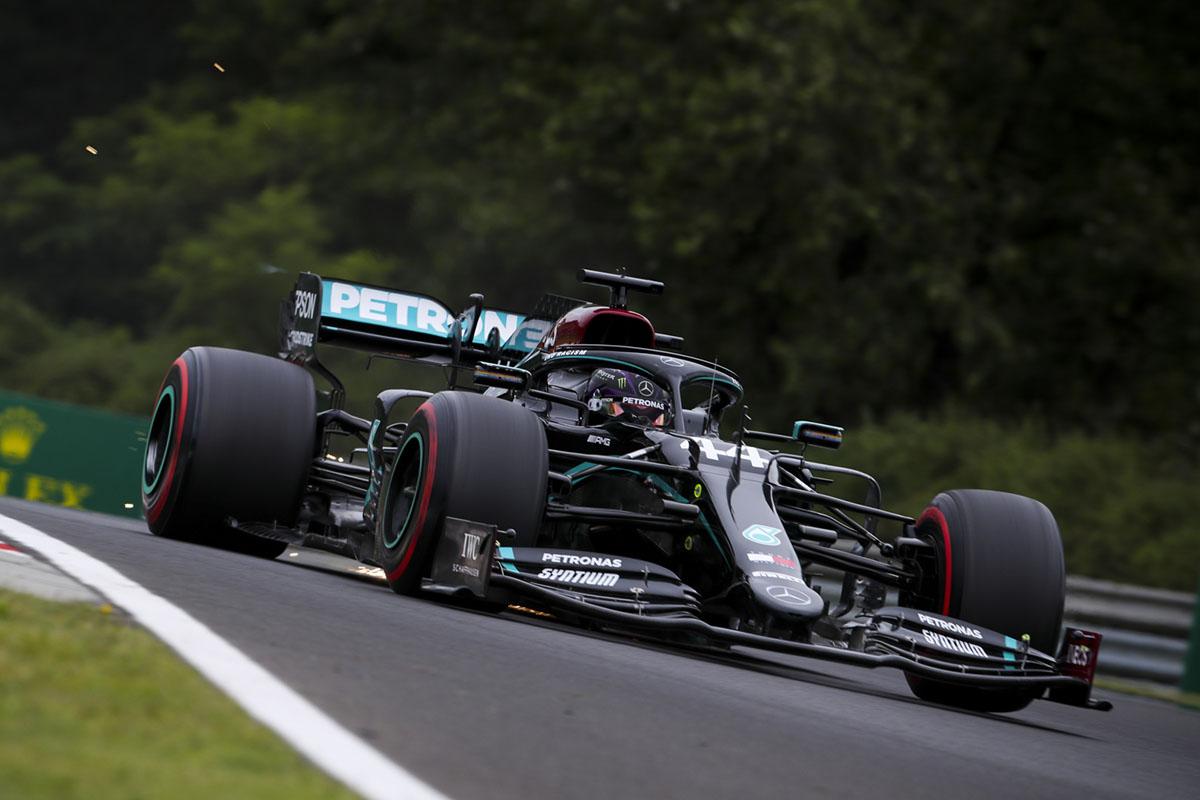 Orosz Nagydíj: Hamilton nagy fölénnyel a pole pozícióban