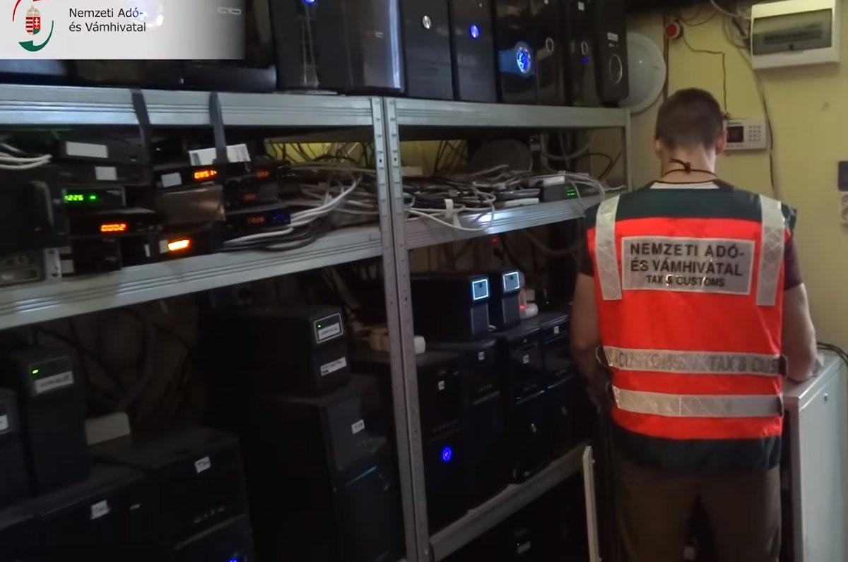 Illegális műsorszórásra berendezett szerverteremre bukkantak a NAV nyomozói