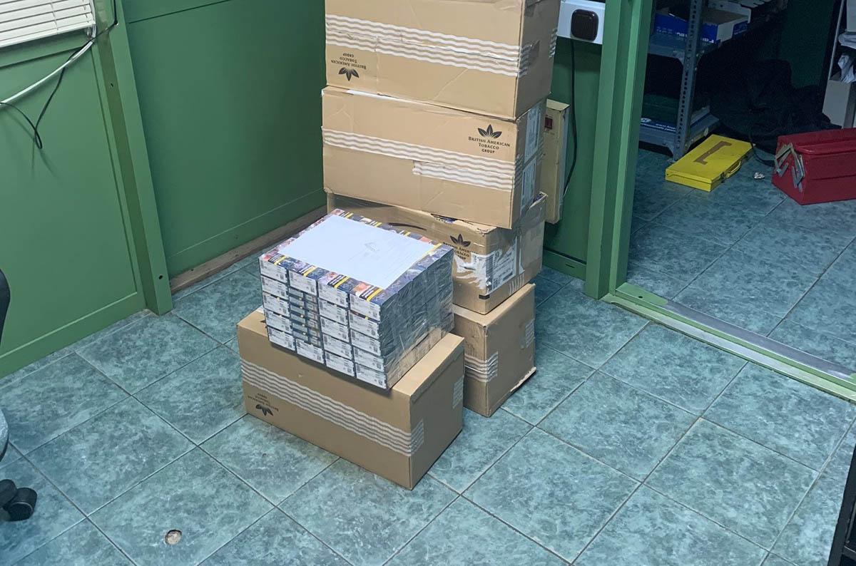 Mintegy 2000 doboz adózatlan cigarettát foglaltak le Békés megyében