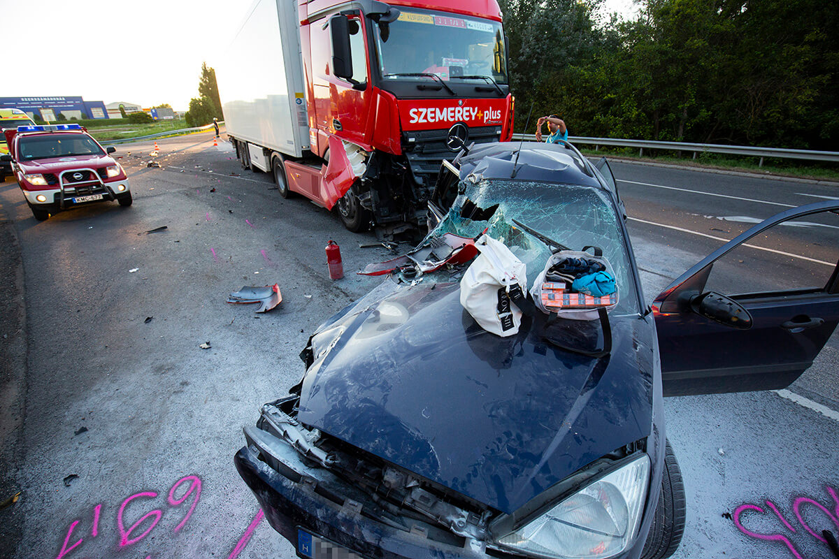 Teherautó és személygépkocsi ütközött össze a 7-es főúton, Nagykanizsánál