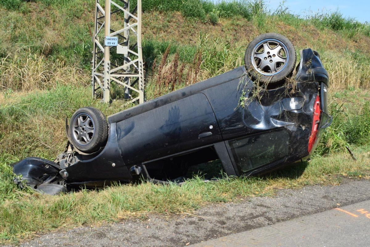 Közlekedési baleset és ittas vezetés miatt intézkedtek