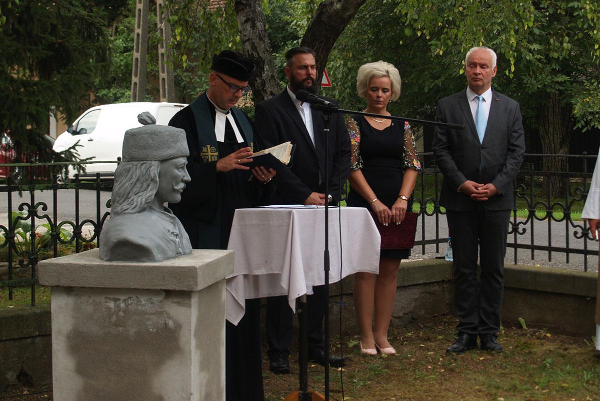 Szoboravatás és díjátadó Pusztaföldváron