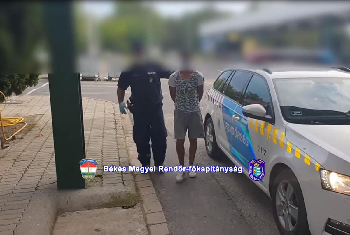 Négy határsértő egy román autóban