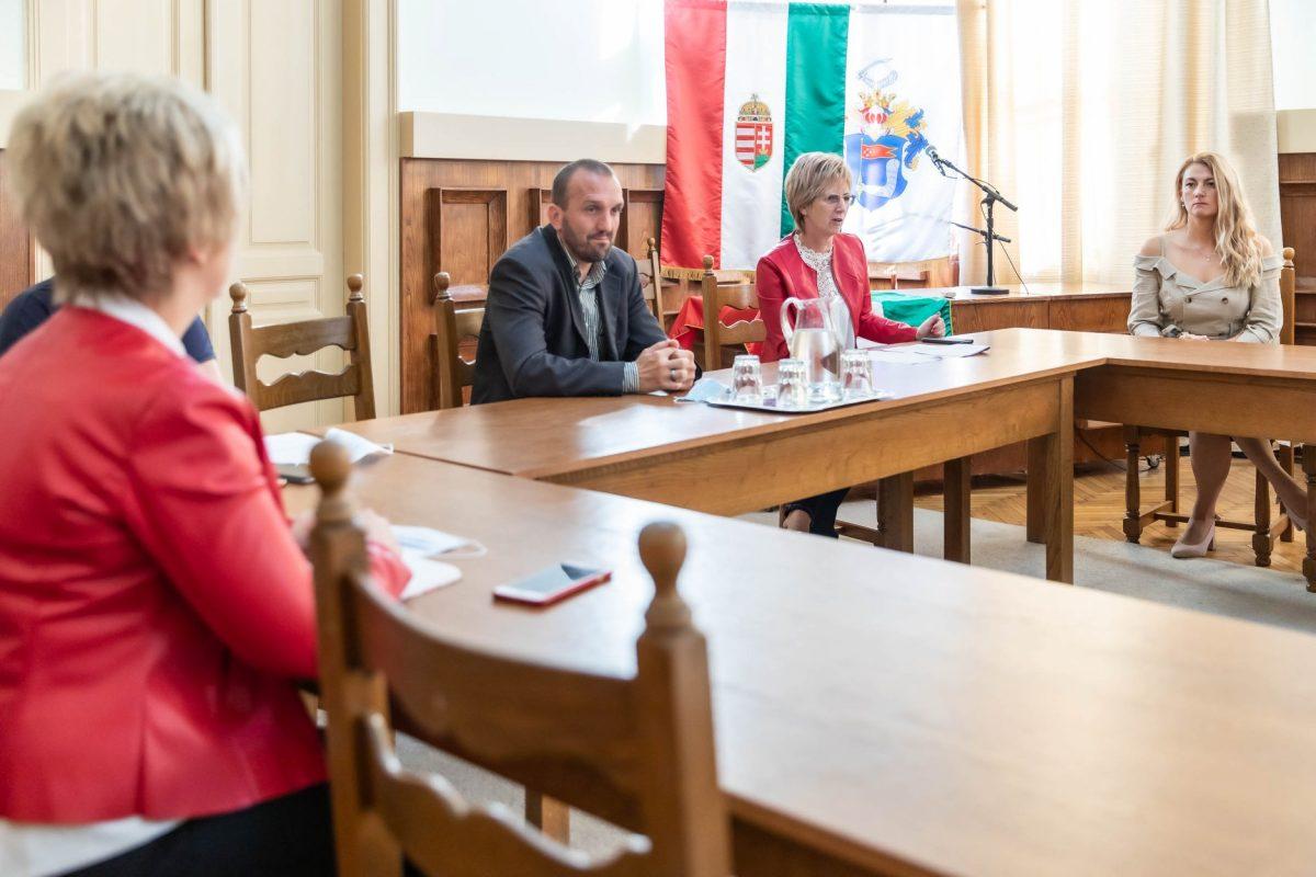 Az önkormányzati intézmények vezetőivel egyeztetett Kálmán Tibor a járványügyi eljárásokról