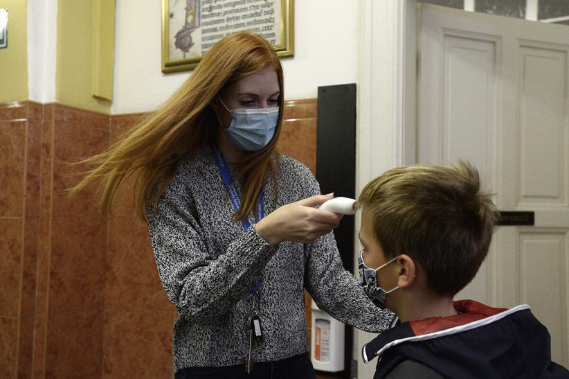 fertőzöttek, Koronavírus - Testhőmérséklet-mérés az iskolákban