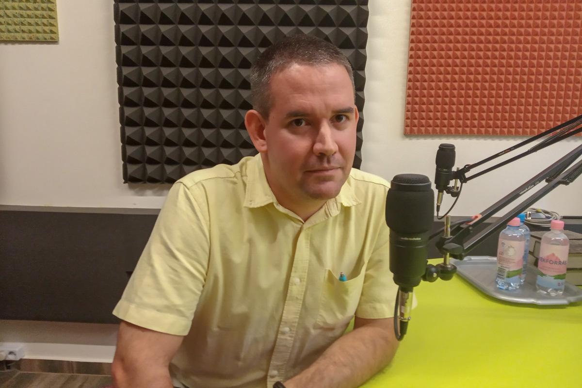 Dr. Udvardi László: Merjünk többet beszélgetni!