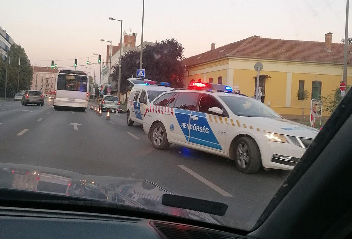 Motoros ütközött autóssal Békéscsabán