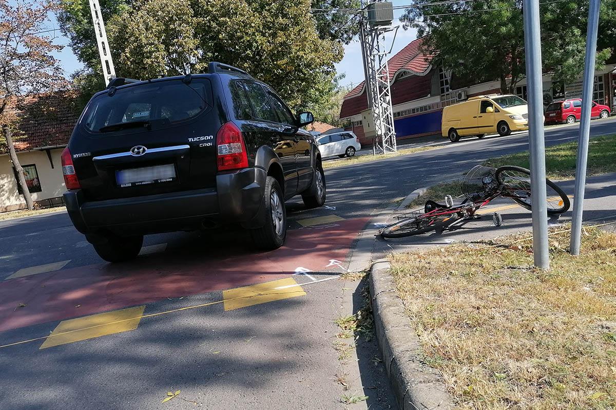 Személygépkocsi és kerékpáros ütközött Békéscsabán