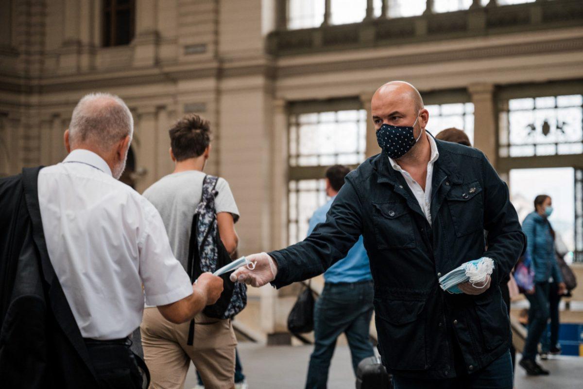 Keddtől leszállítják a maszk nélkül utazókat a MÁV-START és a Volánbusz járatairól