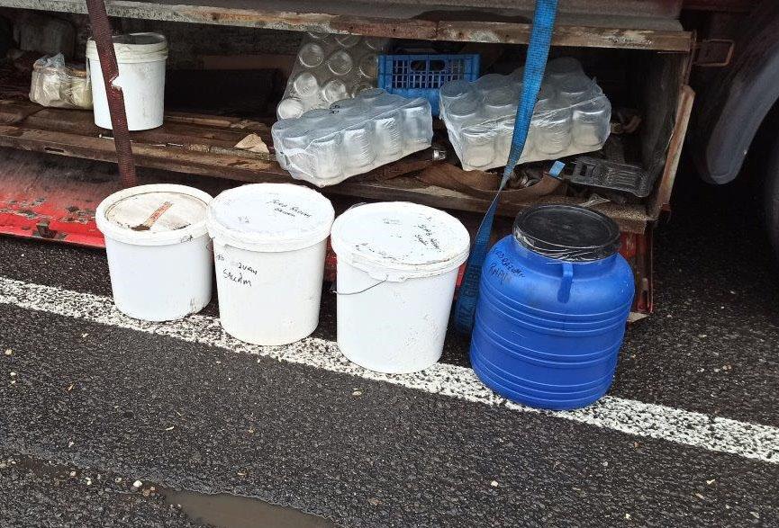 400 kilogramm ismeretlen eredetű méz került elő egy teherautóból Gyulánál