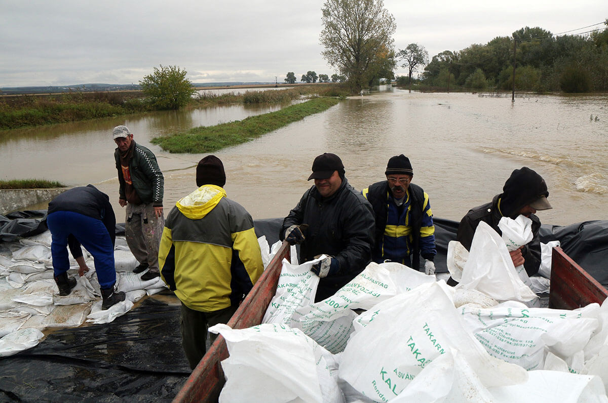 Elzárta az árvíz Hernádszentandrást