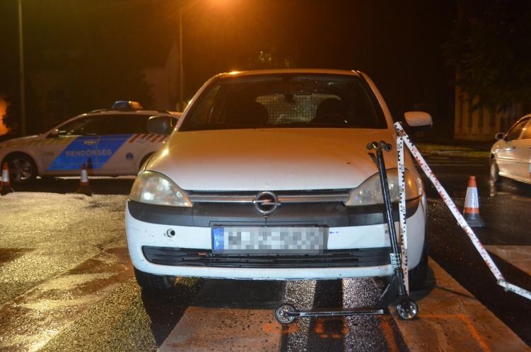 Autó ütött el egy rollerrel közlekedő fiút, súlyos sérülést szenvedett