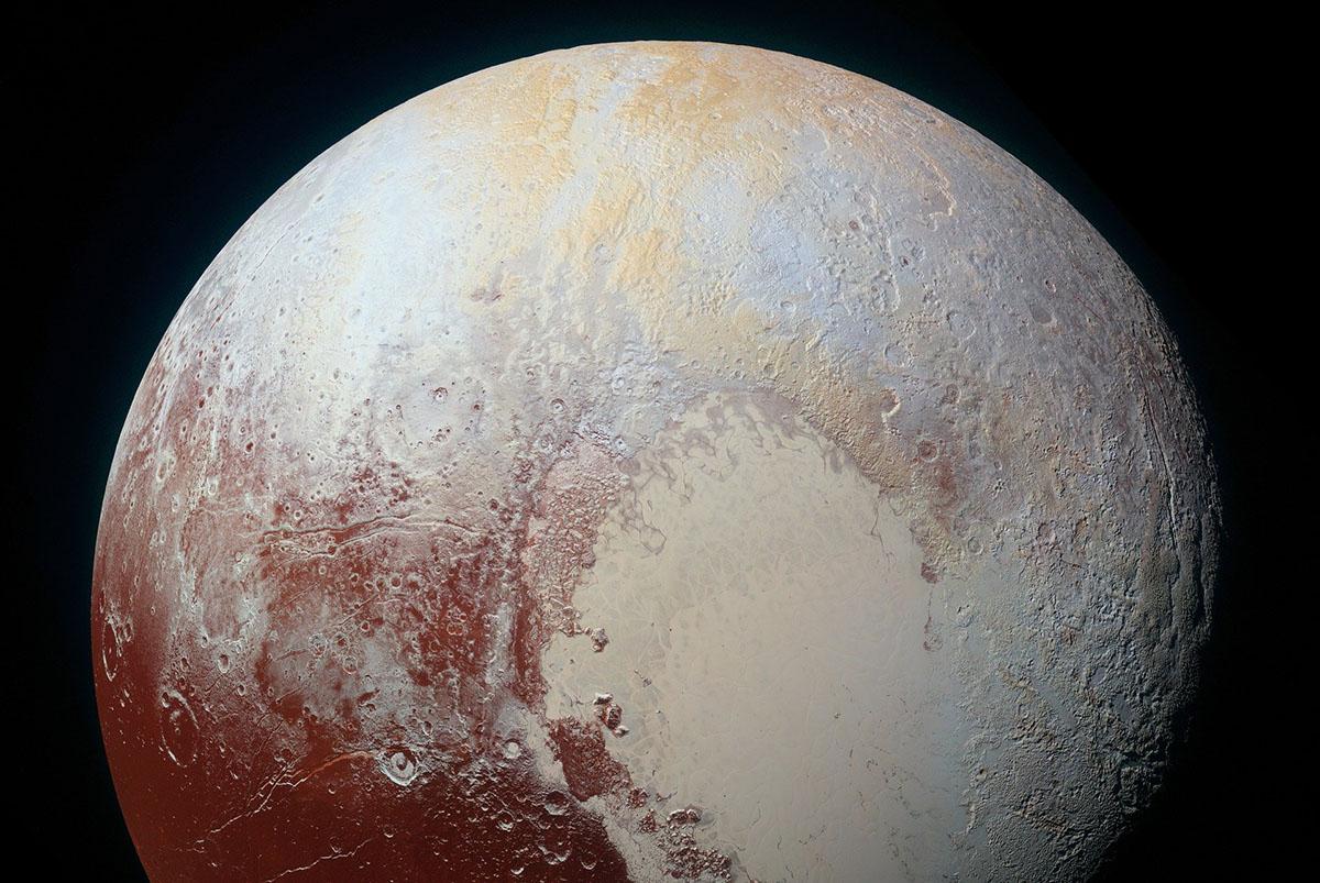 """Magyarázatot találtak a Pluto hegyeit borító """"hóra"""""""