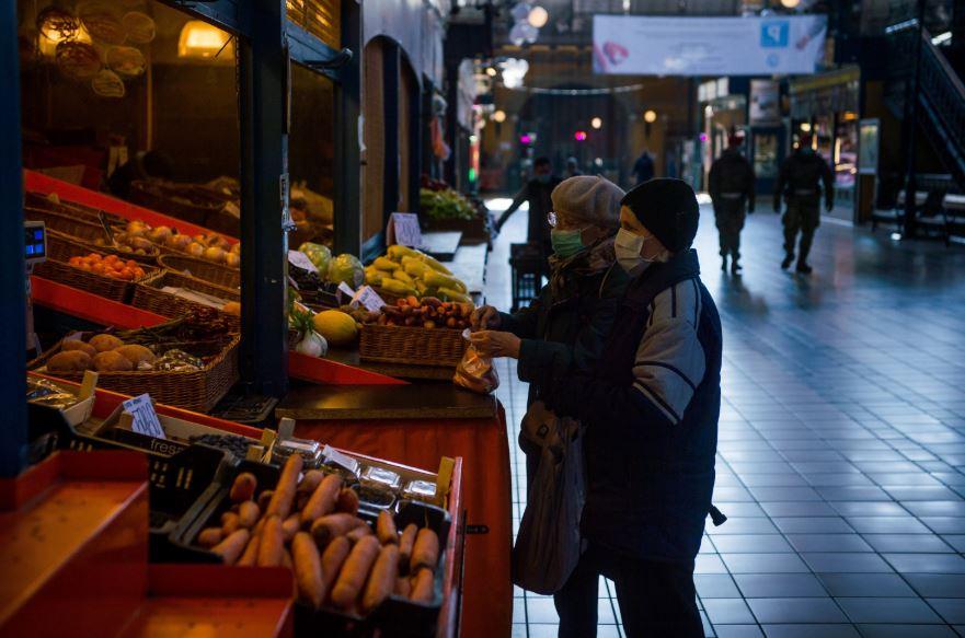 Kedden életbe lép az idősek vásárlási idősávja