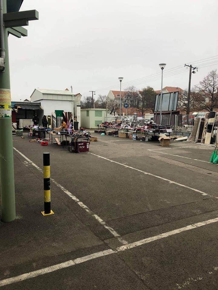 üres piac, idősek idősávja, békéscsabai piac