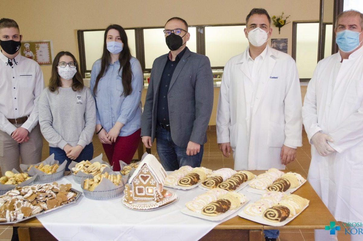 Finomságok érkeztek az Orosházi Kórházba a Kossuth-tagiskola diákjaitól