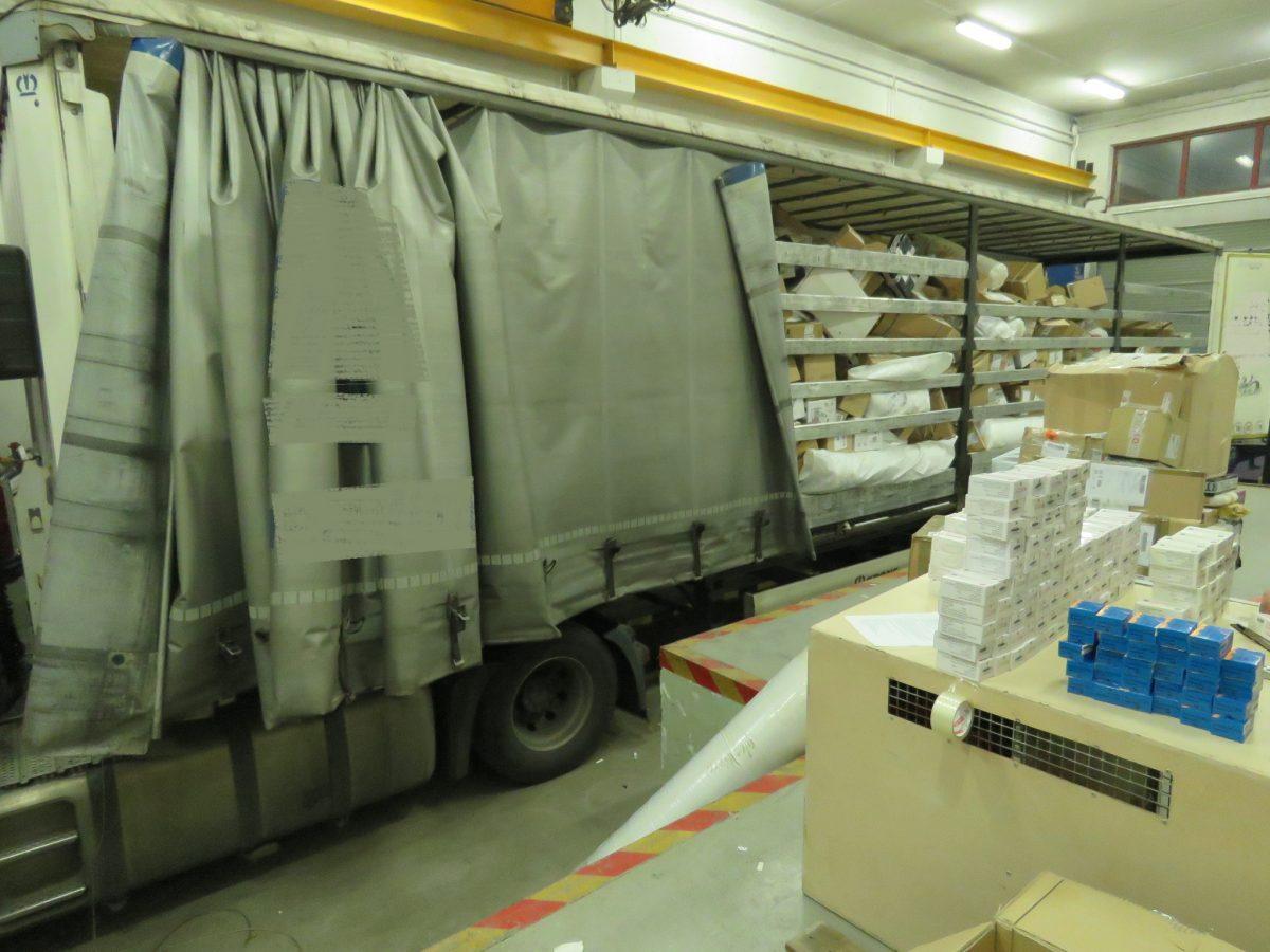 28 millió forint értékű, engedély nélküli gyógyszerszállítmányt találtak egy kamionban Gyulánál