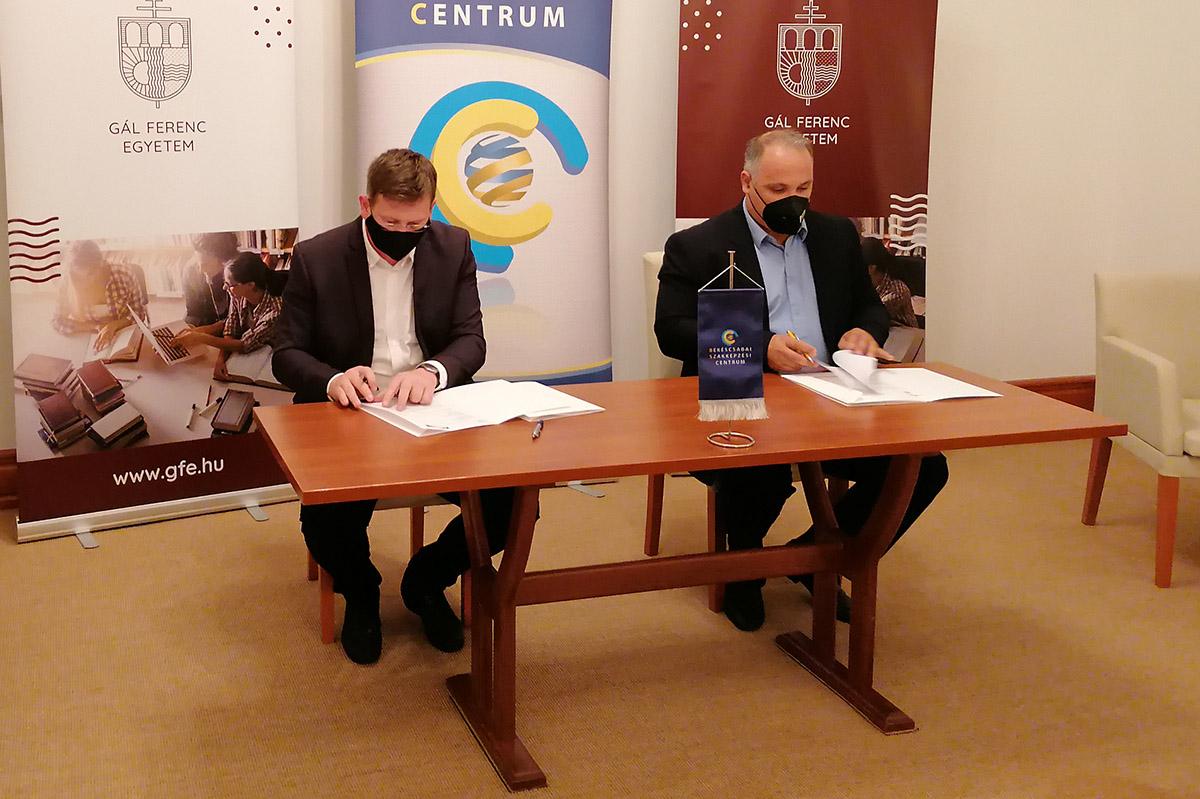 Együttműködési megállapodást kötött a BSZC és a Gál Ferenc Egyetem