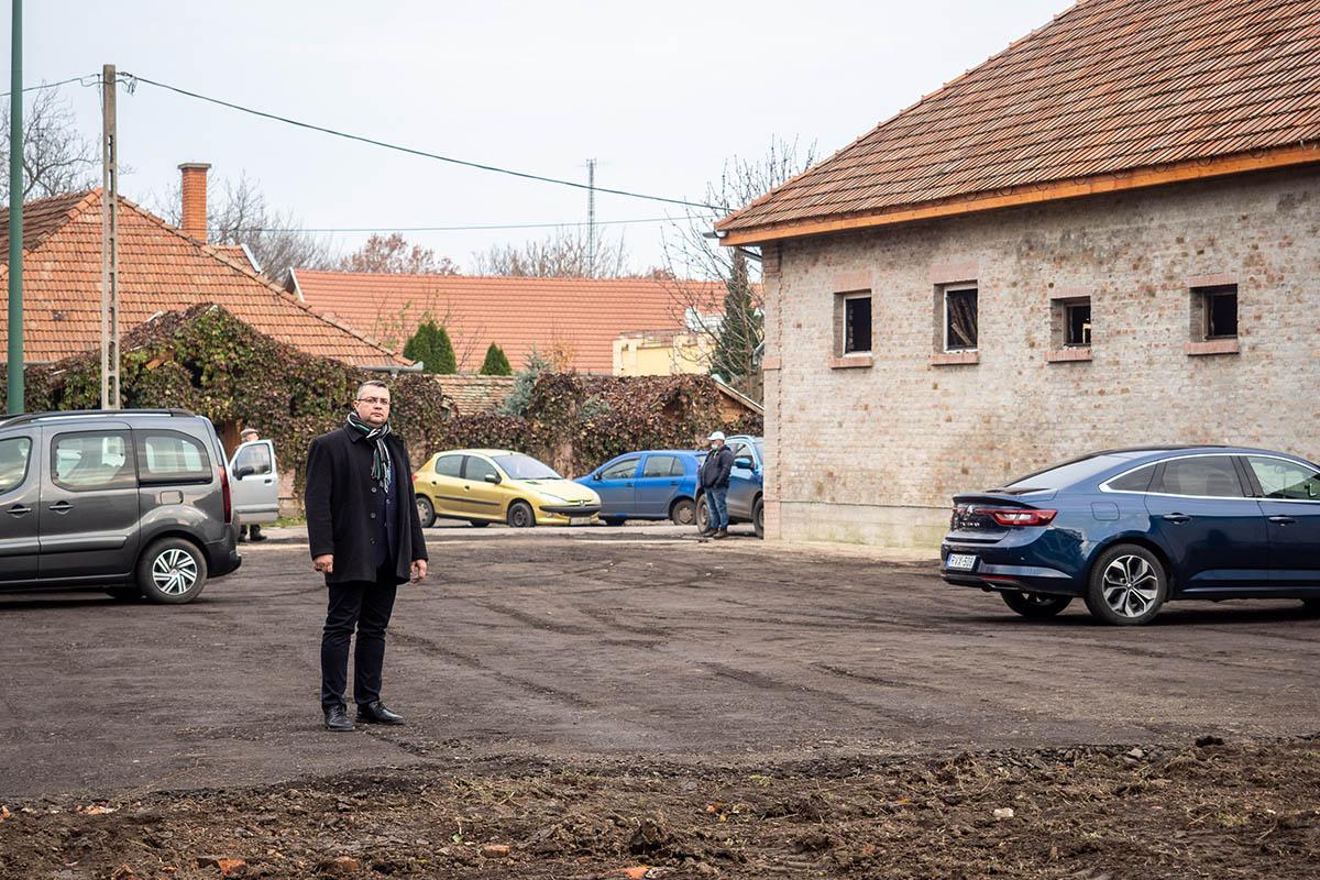 Új parkolóhelyeket alakítottak ki Békés belvárosában