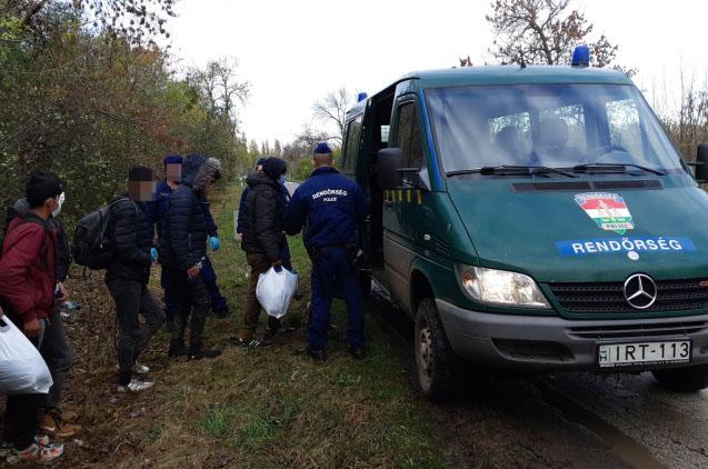 Tizenhat határsértőt fogtak el a rendőrök Battonya külterületén