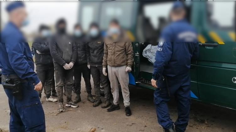 Tizenöt határsértőt fogtak el a rendőrök Battonya külterületén