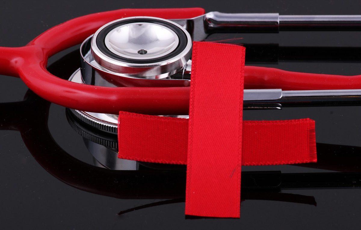A Magyar Vöröskereszt önkéntesei is segítenek a szűrőpontokon