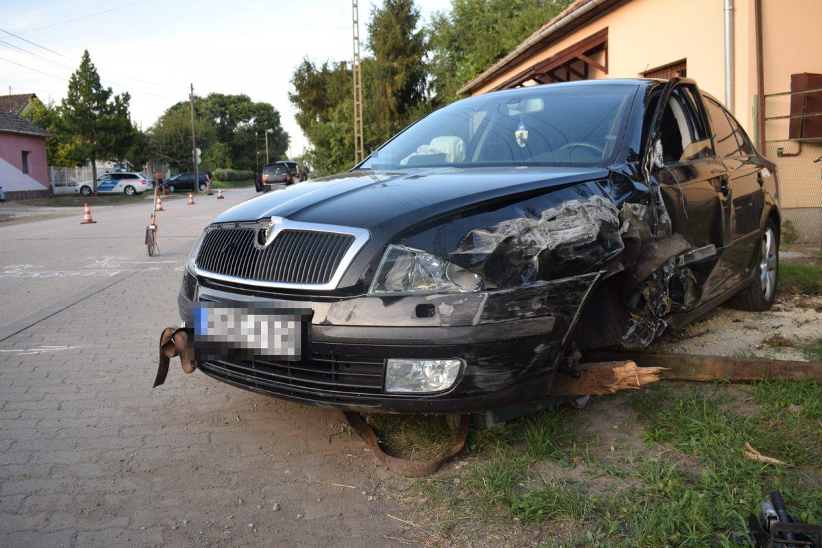 Elaludt a volán mögött, balesetet okozott