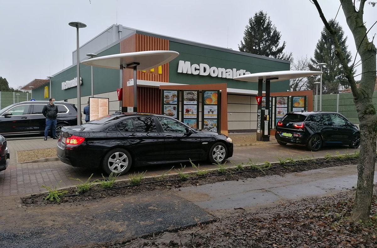 Vége a várakozásnak: Megnyílt a békéscsabai McDonald's