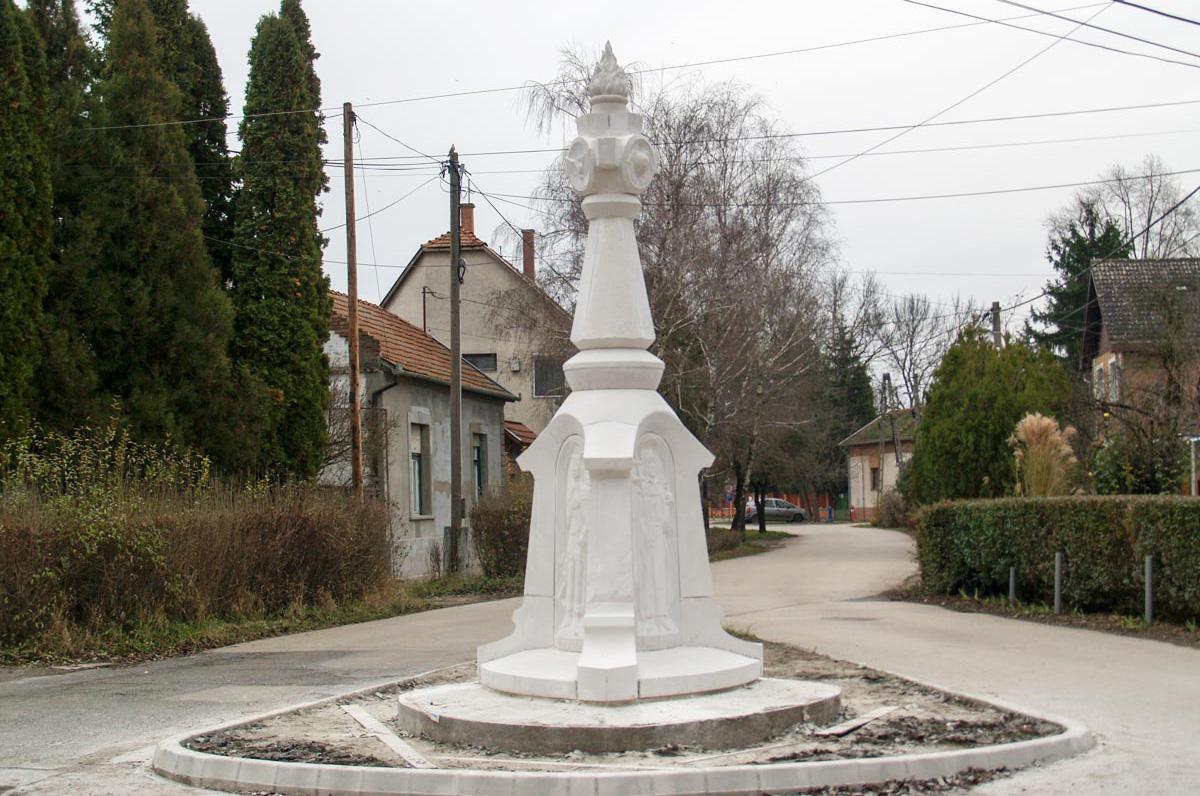 Szentháromság emlékoszlopot állítottak Békéscsabán