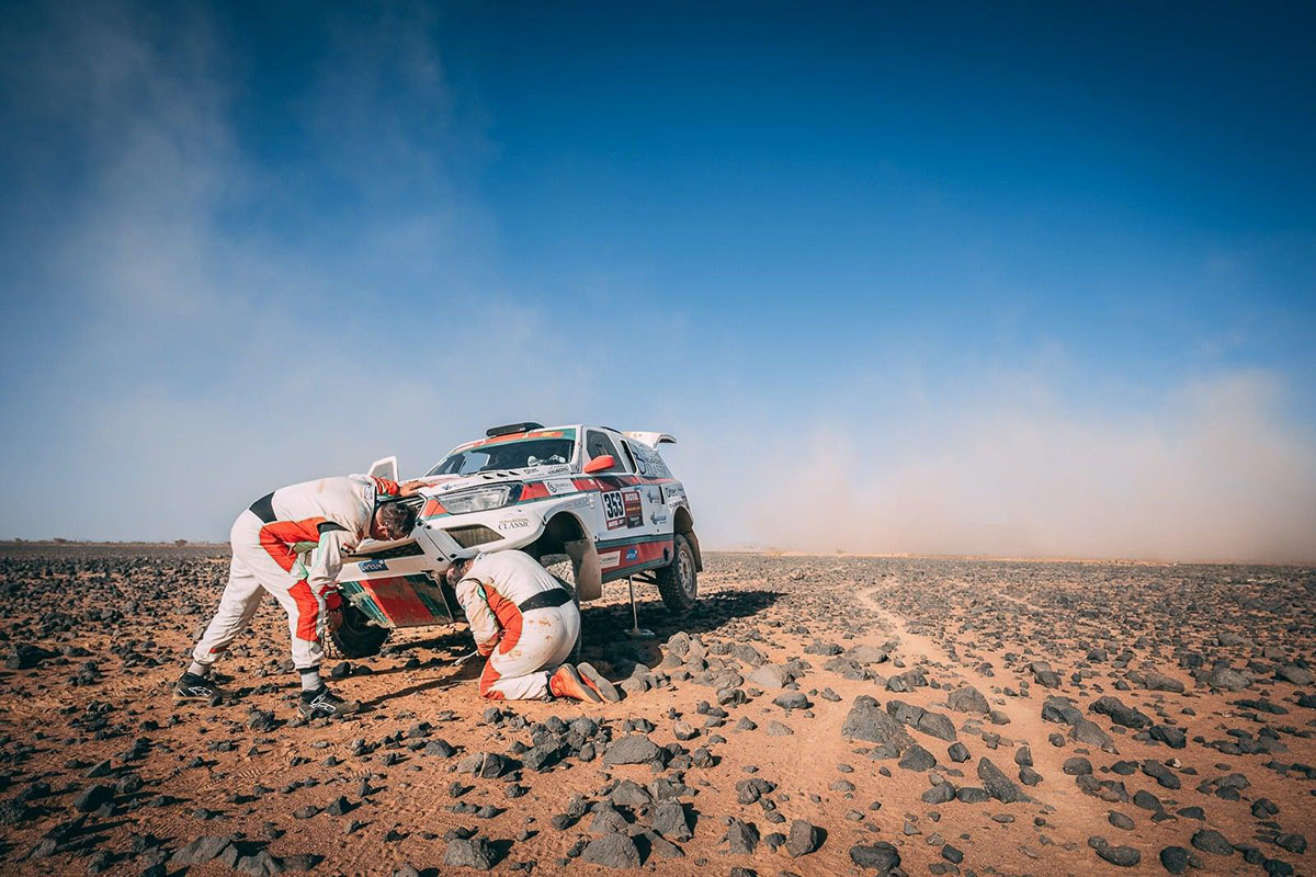 Dakar: Nehéz nap, nehéz éjszaka, de versenyben vannak!
